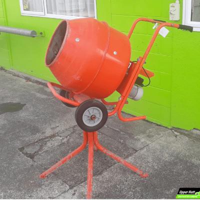 Upper Hutt Hire concrete mixer rent borrow Kennards Hirepool
